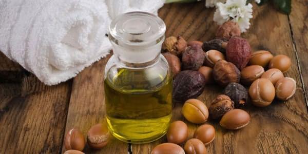 Аргановое масло в бутылочке