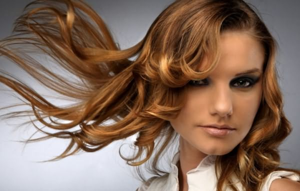 Волосы, завитые с помощью выпрямителя
