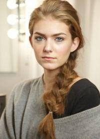 Объемные прически на длинные волосы 8