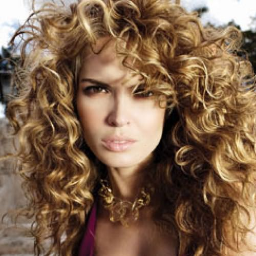 Фото: кудрявые волосы – дар природы, который требует особенного ухода