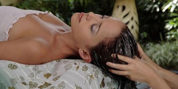 Нанесение эффективной маски на волосы