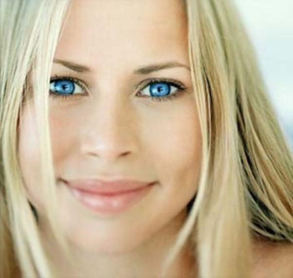 Жемчужно - белые волосы и голубые глаза – отличное сочетание для летних красавиц