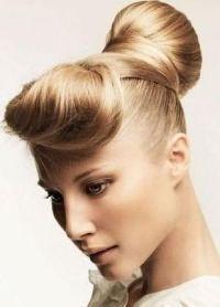 стильные прически на средние волосы 8