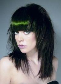 женская стрижка лесенка на средние волосы 3