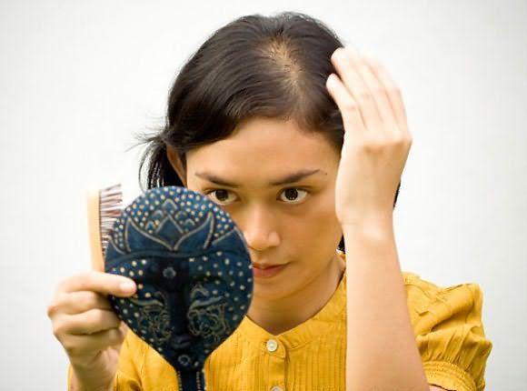 почему выпадают волосы у подростков