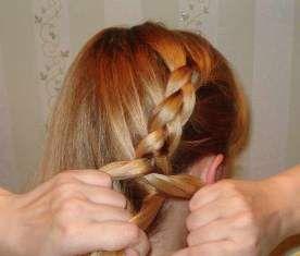 Пример плетения перевернутой косы