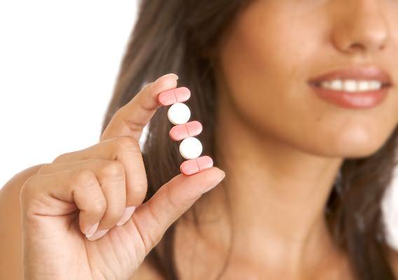 Волосам важно обеспечить питание витаминами