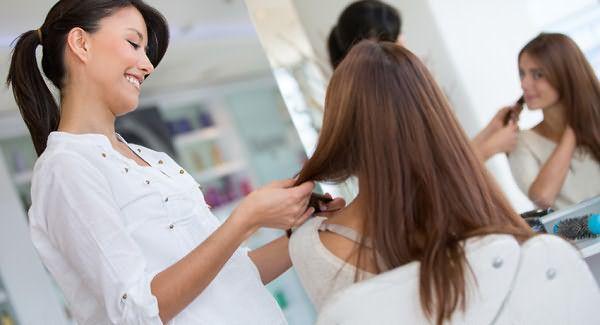Вы можете обратиться к стилисту, который оценит структуру волос и форму лица и поможет определиться с решением