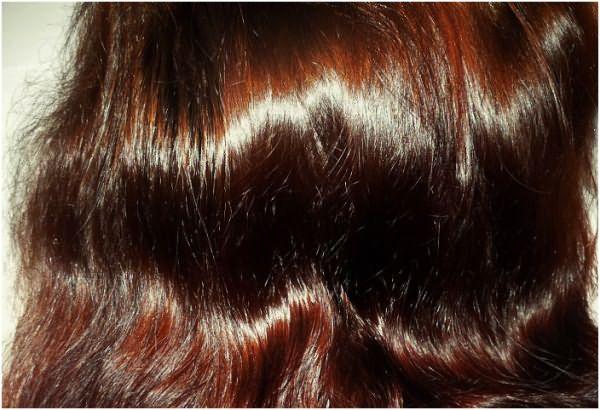 Если есть седина, то окрашивание придется провести минимум 2-3 раза, чтобы выровнять цвет шевелюры