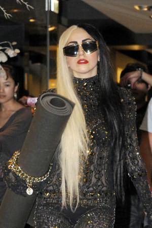 Эпатажность Леди Гага стала модой