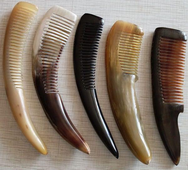 Фото натуральных гребней из рога животных