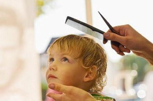 К выбору дня первого подстригания в жизни малыша нужно подходить с особой ответственностью.