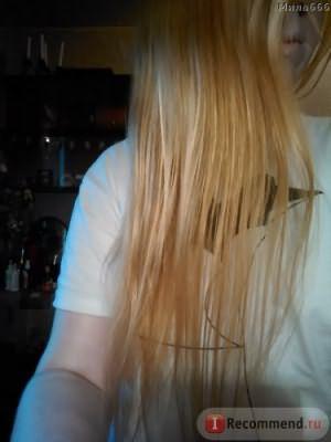 Поначалу волосы более гладкие. И блестят