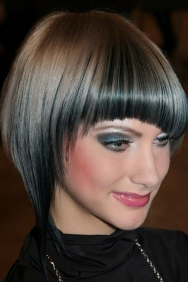 При овальном типе лица челка может быть любой формы, подойдет даже косая вариация.