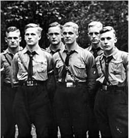 Фашистская молодежь с прической Гитлерюгенд