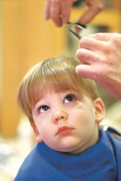Надо ли ребенку стричь волосы в год