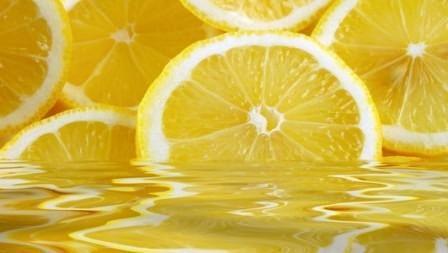 Лимонный сок весьма полезен при проведении процедуры