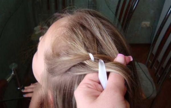 Создание косы-зигзаг с лентой: шаг 3