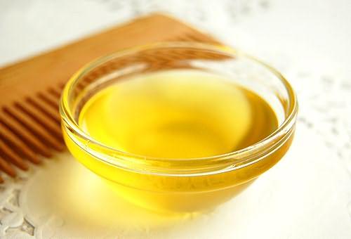 Смесь из репейного и касторового масла