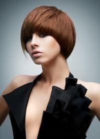 короткие стрижки на тонкие волосы для объема 9