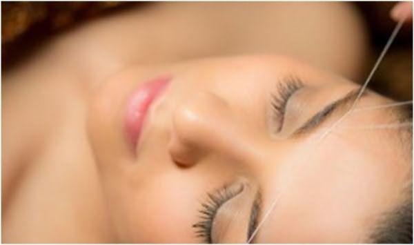 Наибольший эффект эпиляции заметен в области между бровей и над верхней губой