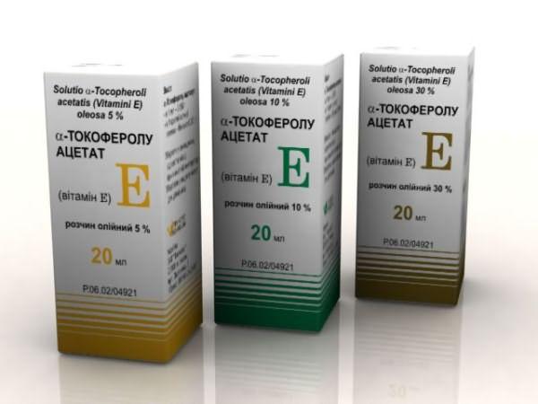 Витамин Е используются для приема внутрь, а также в качестве дополнительного компонента масок и шампуней