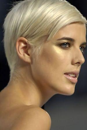 Гладко прилизанные волосы - отличный вариант для деловой встречи