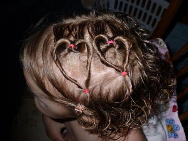 На коротеньких волосах получаются вот такие веселые сердечки.