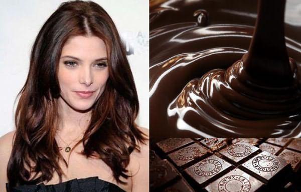 На фото - локоны шоколадного цвета