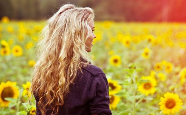 Длинные волосы на солнце