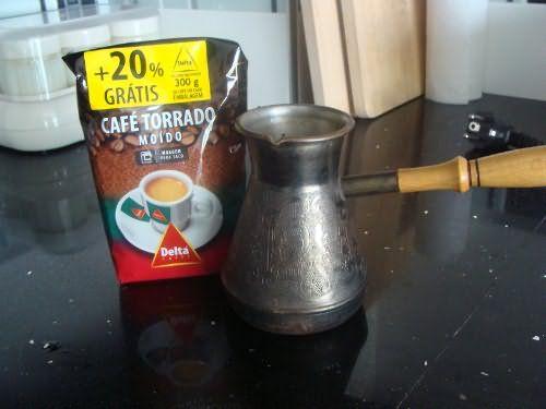 Для приготовления кофейной краски нужно использовать настоящий кофе, смолотый из зерен, а не растворимый в пакетиках.