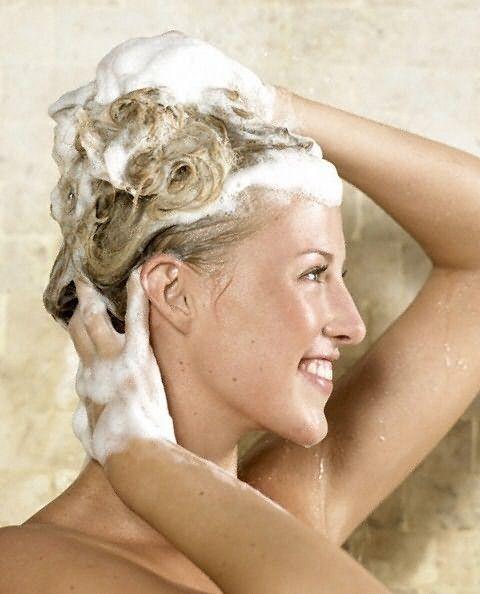 Процедуру нанесения шампуня можно повторить дважды.