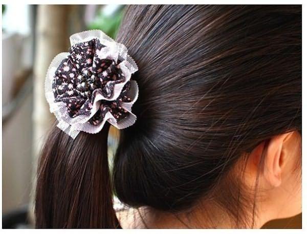 Резинка - самое распространенное украшение для волос