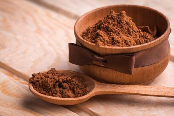 Перед тем, как помыть волосы без воды с помощью какао, обратите внимание на его натуральность, растворимый напиток не подходит для этих целей