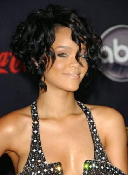 Объемные прически на средние волосы 4
