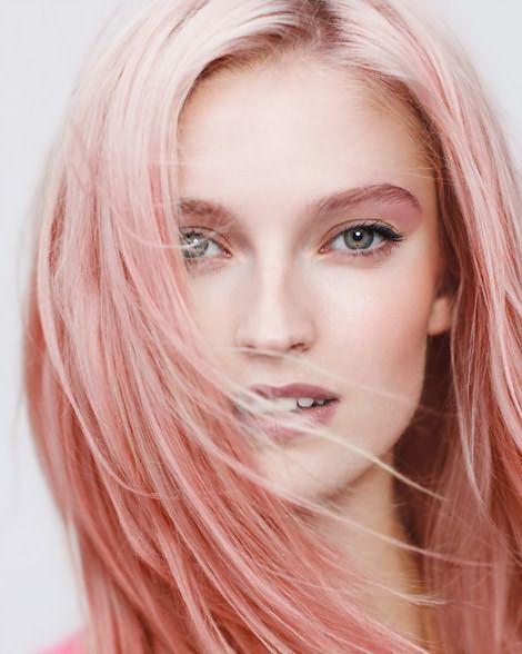 Волосы насыщенного розового цвета