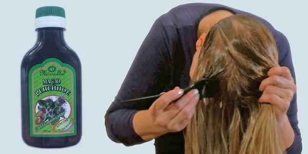 Девушка делает репейную маску для густоты волос