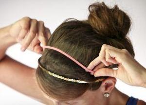 как сделать прическу пучок на средние волосы 4