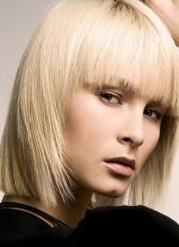 прически стрижки для тонких волос 7