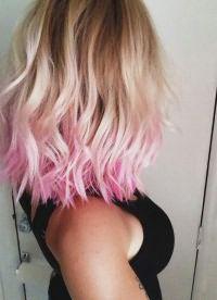 розовые пряди на светлых волосах 7