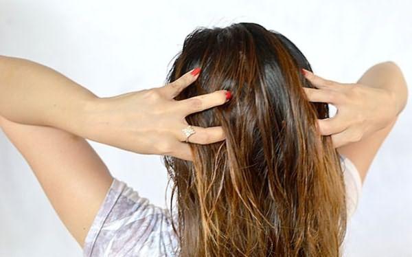 Втирание витаминов в волосы