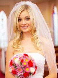 Свадебные прически на средние волосы с фатой3