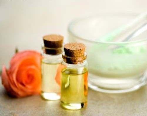 Добавьте в натуральный шампунь масло лаванды, чайного дерева или пачули