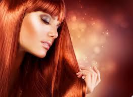 На фото: покраска волос дает возможность делать свой образ еще более привлекательным