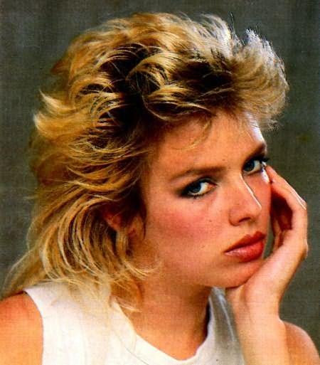 На фото – вариант укладки стрижки Аврора в 80-е