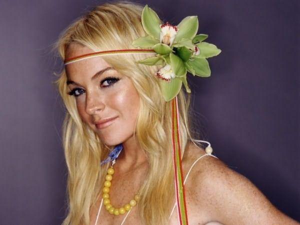 Блестящими теплыми оттенками матушка-природа наделила девушку-весну, поэтому именно вам можно менять тон волос в пределах золотистой палитры