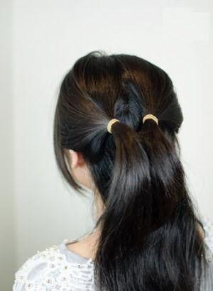 Как сделать бант из длинных волос: шаг 1