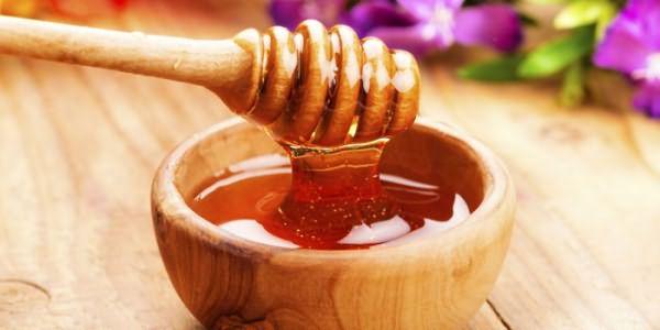 Мед в деревянной миске