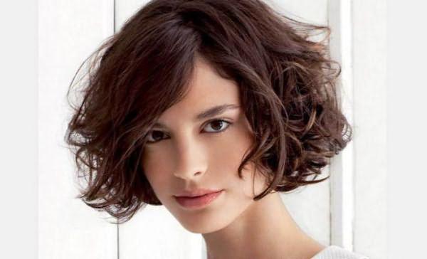 Прически и стрижки для пушистых волос фото