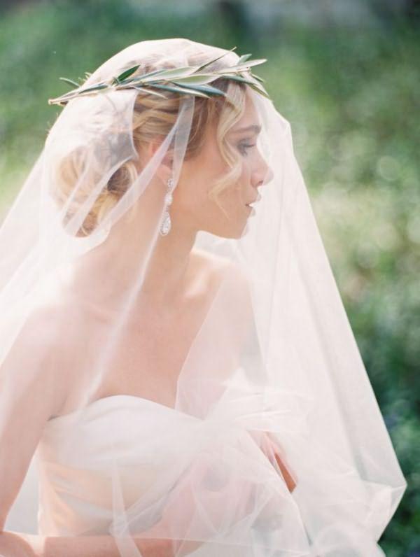 pricheski-na-svadbu-na-srednie-volosy-foto_26